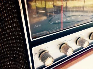 radio-964684_1920